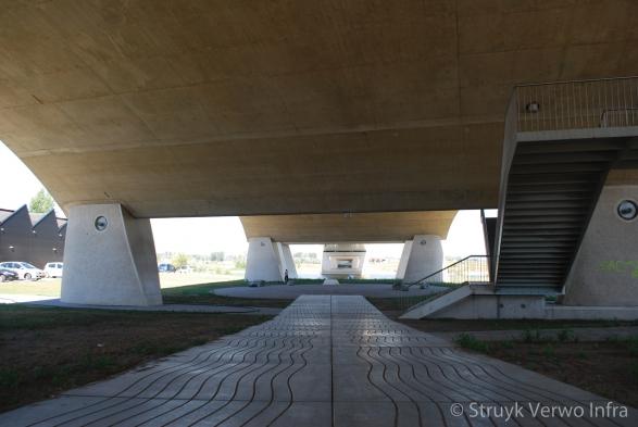 Onder de Oversteek|20 septemberplein|smoothwave vloerplaat