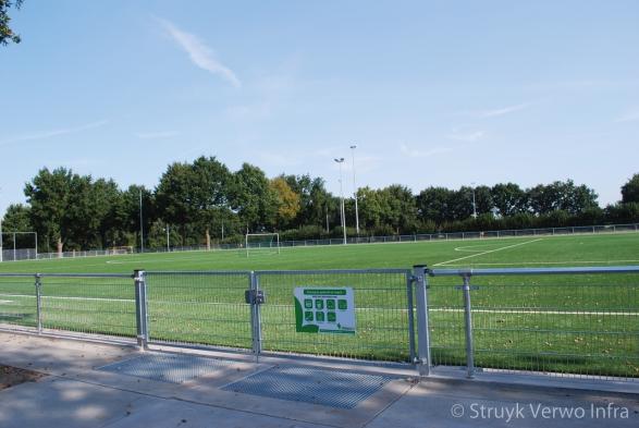 Schoonlooprooster|Infill Barrier sportvelden