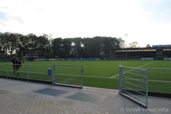 Schoonloop rooster langs voetbalveld