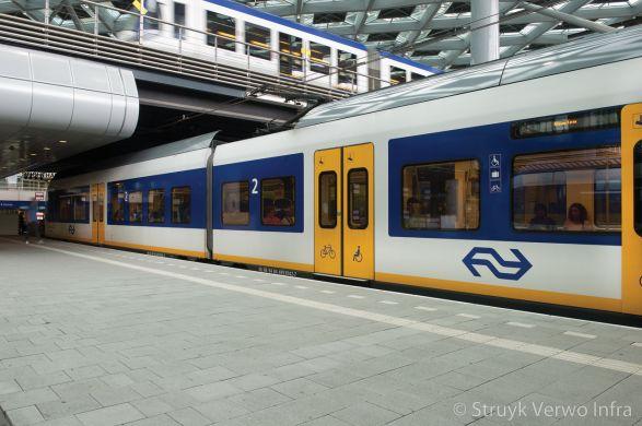 Sferio tegel 30x30 NS Sation Den Haag|gekogelstraalde betontegels