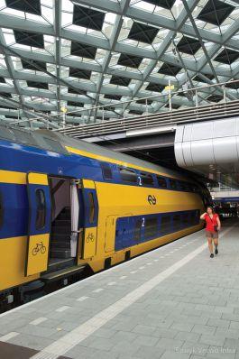 Nieuwe tegels NS station den Haag