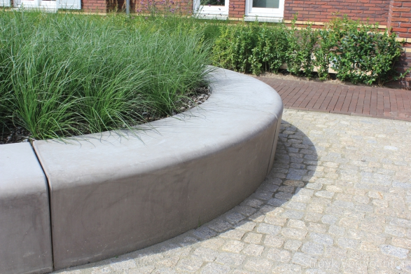 Groenomranding zitelementen beton