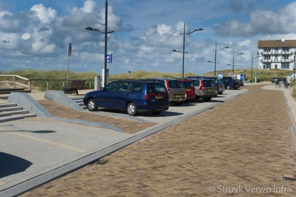 Bestrating geel bruin op boulevard  Bergen aan Zee