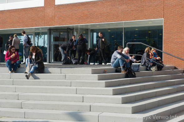 Traptreden om op te zitten voor schoolgebouw|Traptrede 49/50x18x200