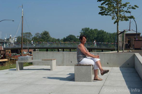 Prefab parkbank met tekst|maatwerk buitenmeubilair