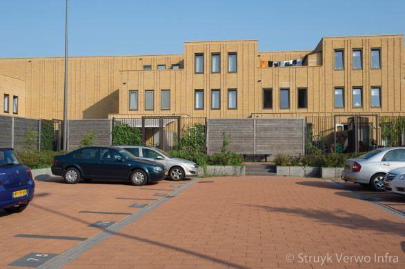 Uitgewassen bestrating oranje|Nieuwbouwwijk Helsinkihaven Purmerend