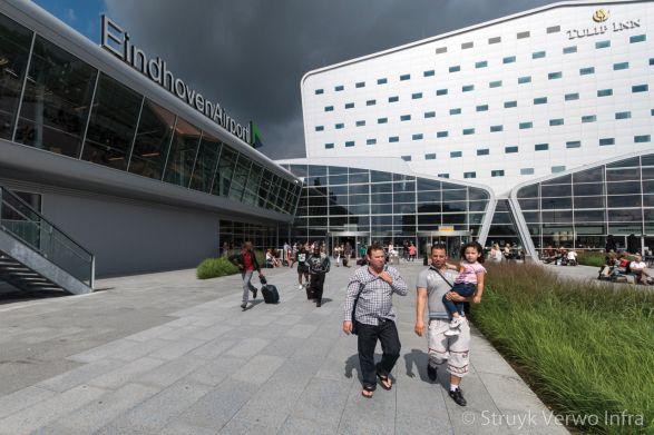 Bestrating gekogelstraald|Eindhoven Airport|Sferio bestrating|gestraalde stenen