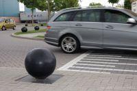 Betonnen bollen als anti-parkeer