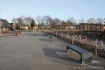 Zitbank van beton op schoolplein|parkbank|buitenmeubilair beton