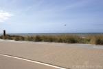 Uitgewassen bestrating langs strand|inrichting boulevard