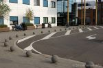Betonnen sierbol|anti parkeervoorziening bij entree