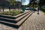 Traptreden rondom groenperk|bloktrede beton