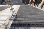 Betonnen boomspiegels op schoolplein