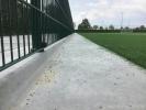 Opsluitplaat|rubberen korrels in kunstgras|vloerplaat met rand langs kunstgrasvelden