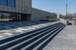 Traptreden van beton voor ingang Centrum Doelum
