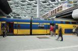Tegels gekogelstraald op NS station Den Haag
