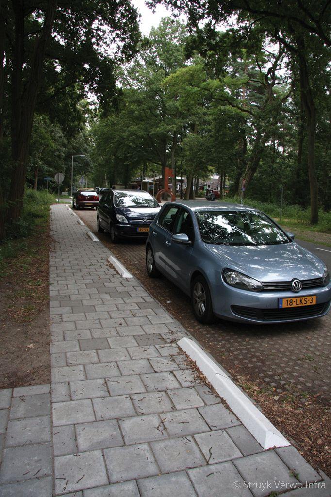 Antiparkeerband band tegen parkeren op de stoep