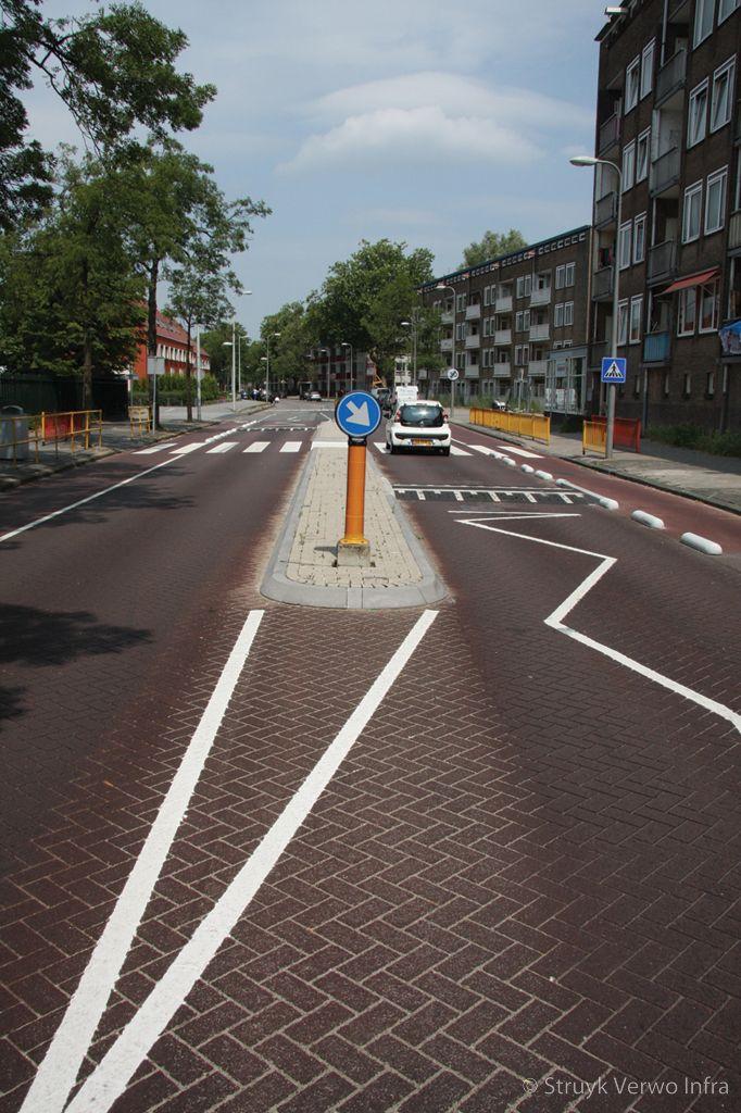 Verkeersremming schoolzone verkeerseiland