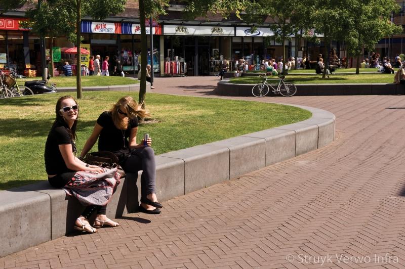 Parkbanden beton opsluiting groen groeneiland