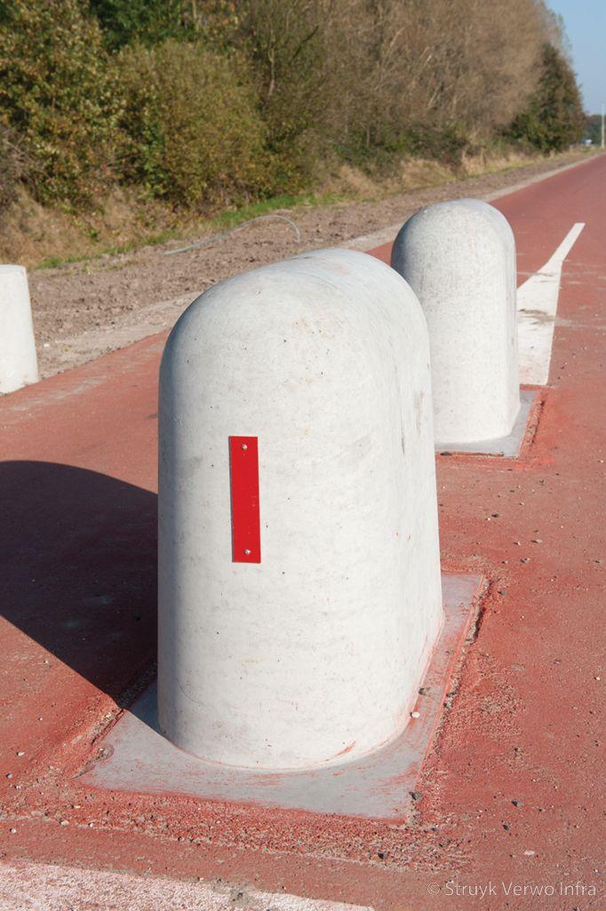 Stootblok rond betonnen elementen voor fietssluis