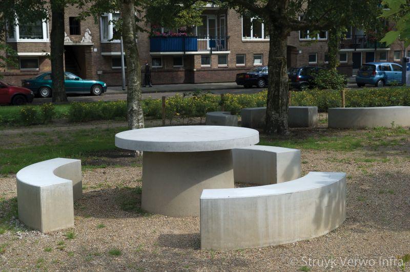 Prefab picknickset rond met 3 zitranden inrichting buitenterrein