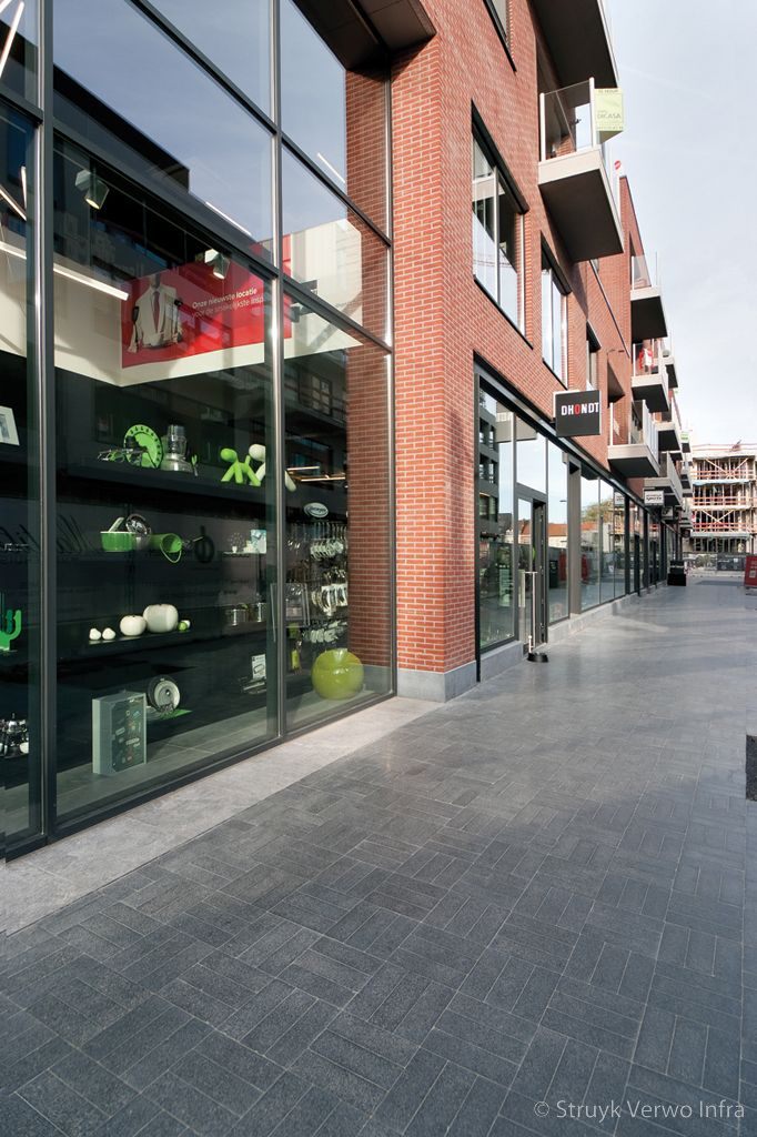 Bestrating gezoet in winkelcentrum exclusieve bestrating