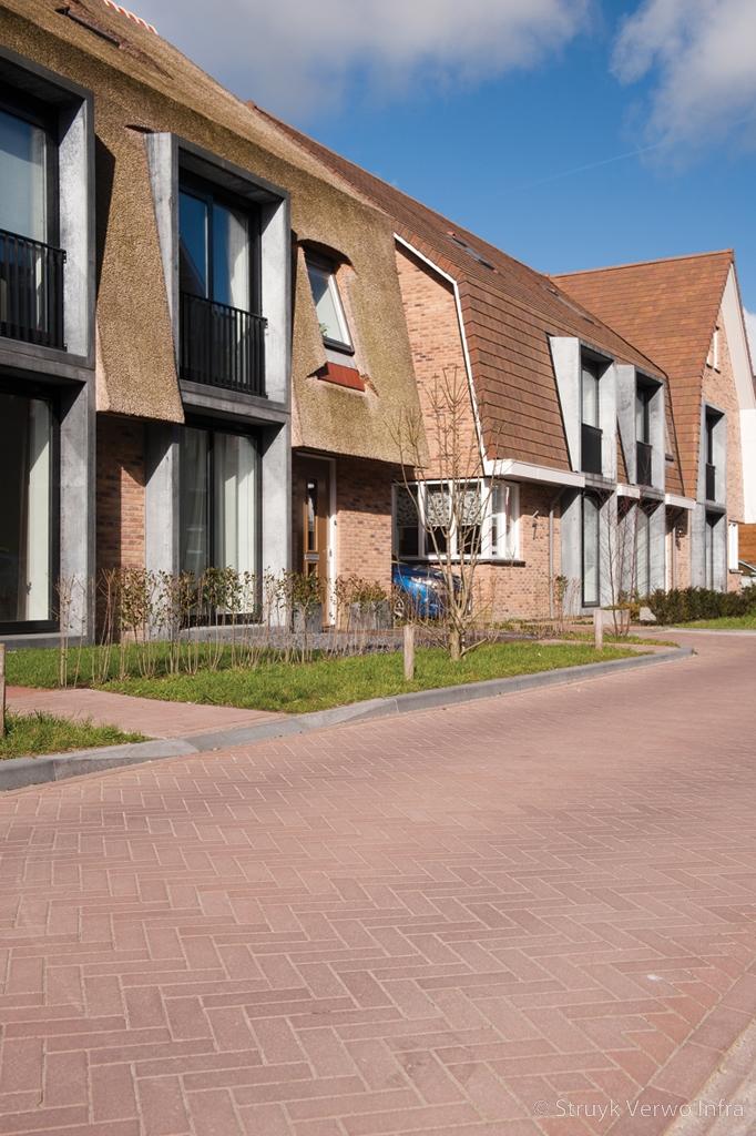 Keranova rossa bestrating in woonwijk vathorst