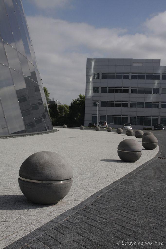 Sierbol globe sierbol op straat sierbollen beton
