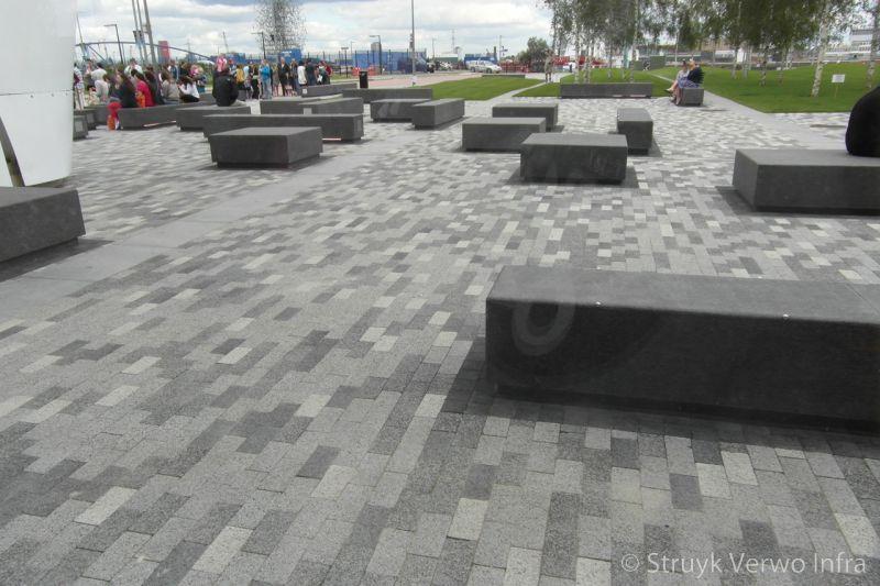 Kleurenmix in betonnen bestrating betonstraatsteen gewassen deklaag steen