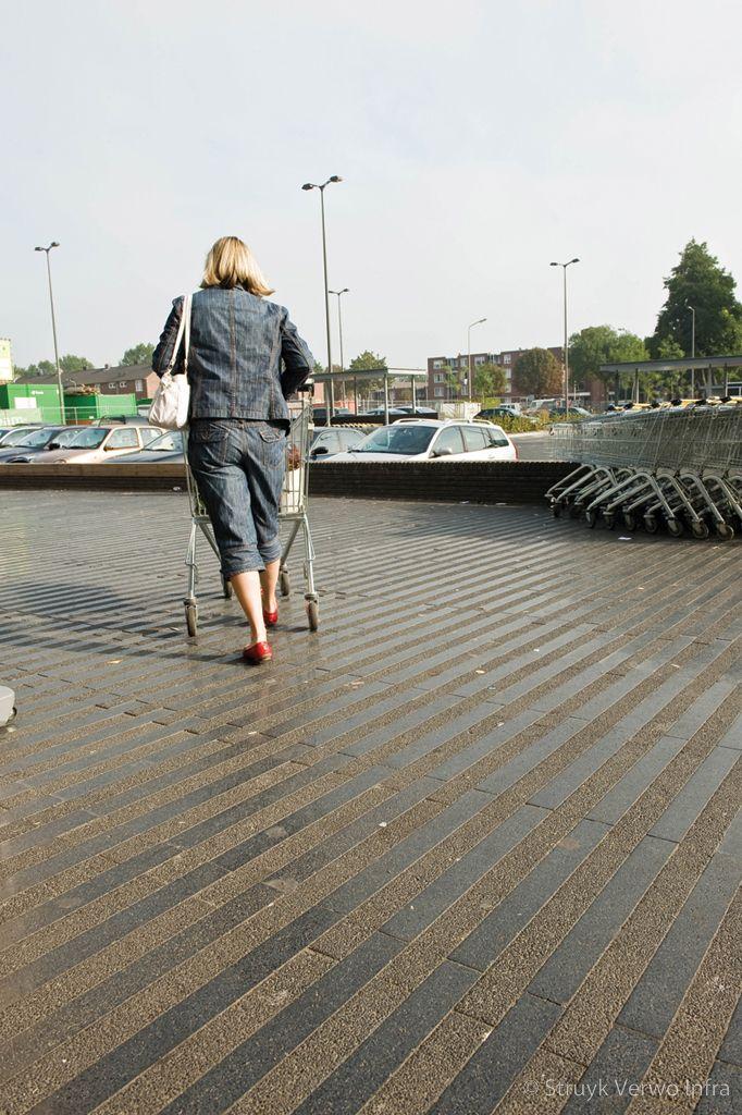 Strokenpatroon gewassen en geslepen bestrating betonstraatstenen