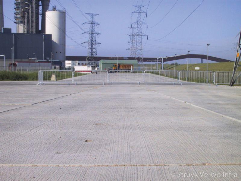 Logistiek terrein epz vloerplaat gebezemd