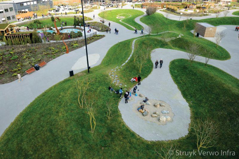 Lavaro groen 800 in halfsteensverband paden met groene bestrating op floriade