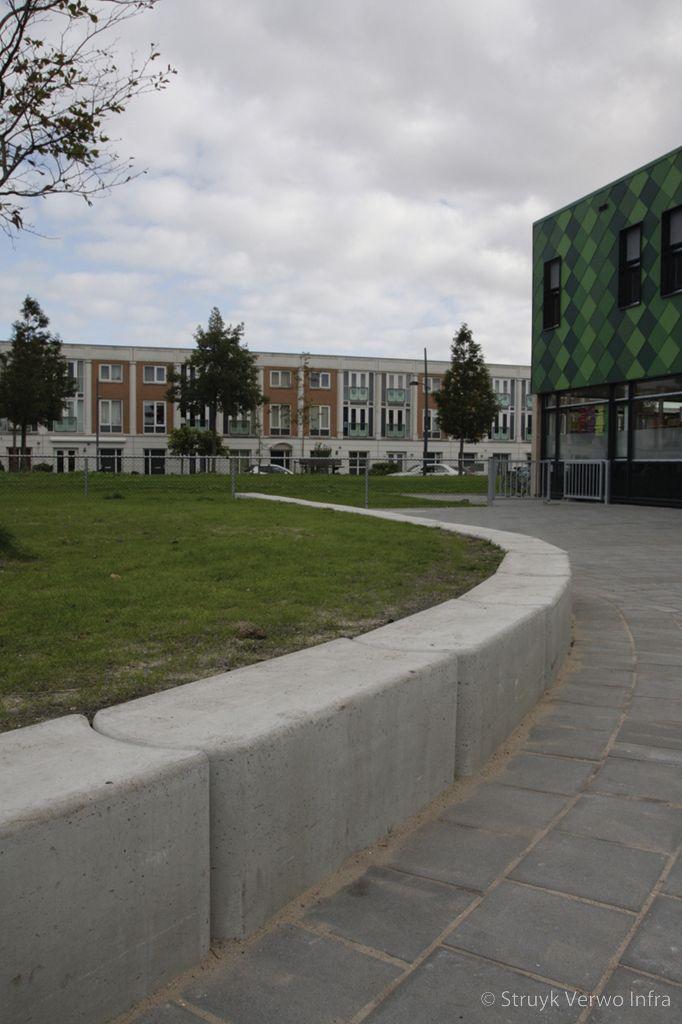 Parkbanden beton schoolplein inrichting