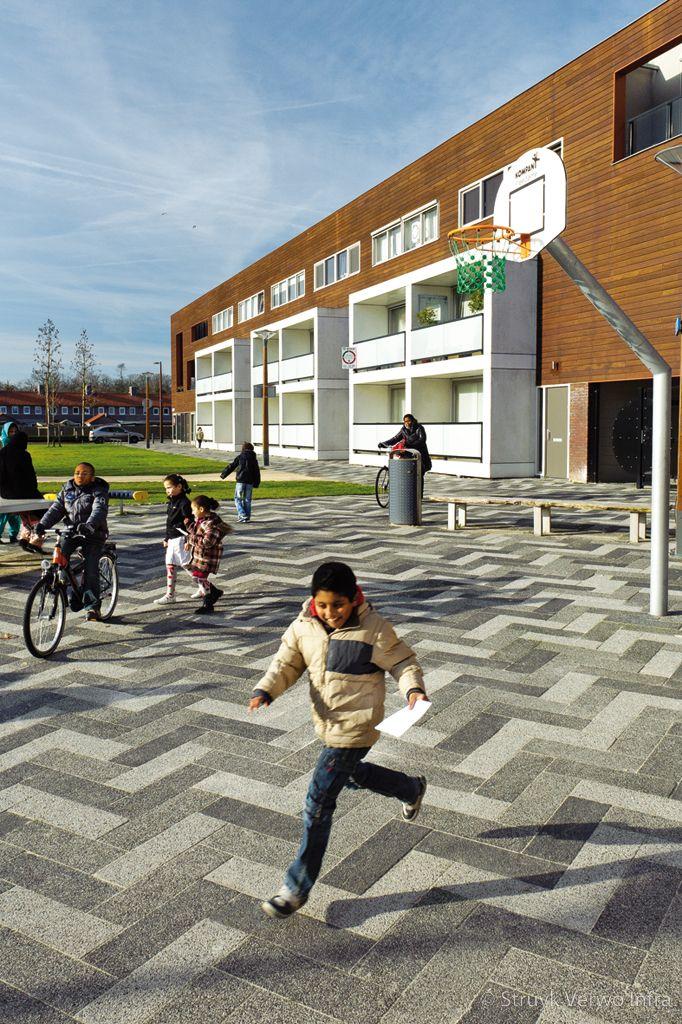 Mix van bestrating voor wijkvoorzieningscentrum selissenwal boxtel betonklinker 60x20
