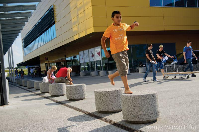 Sierpoef uitgewassen betonnen afzetelement zitelement aanrijbeveiliging