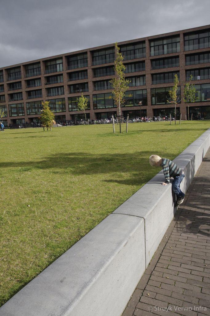 Zitbanden van beton ijburg amsterdam inrichting theo van goghpark