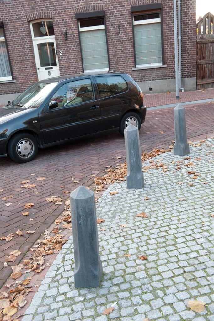 Sierpaal alphen punt hardsteen 026 rumolduskapel anti parkeer paal