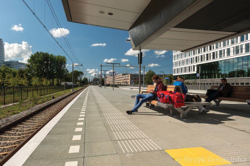 Breccia 90x60 uitgewassen grootformaten op ns station europark