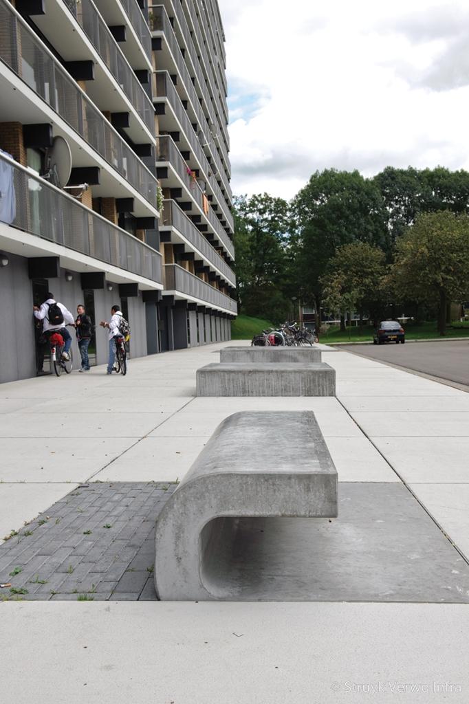 Gekruld betonnen zitelement maatwerk zitelementen