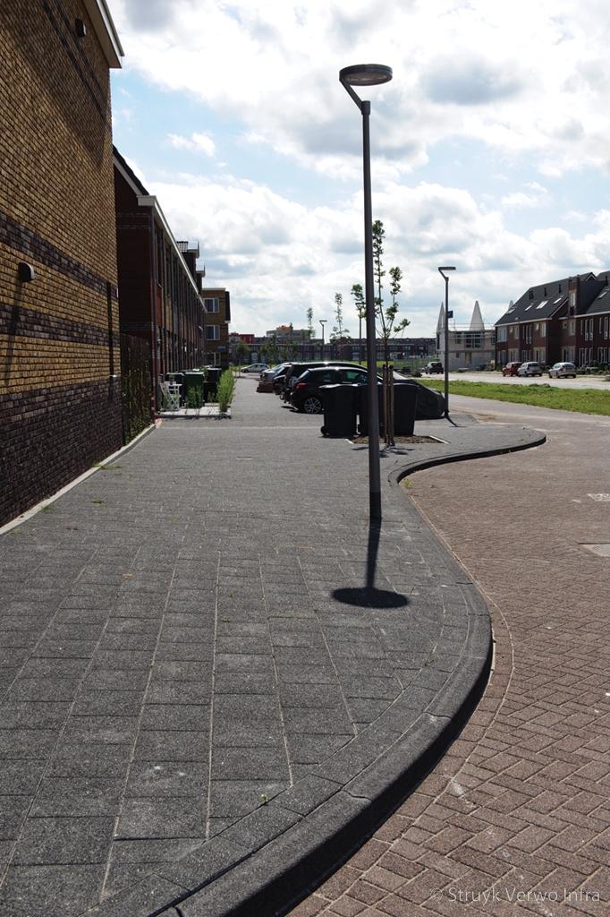 Uitgewassen 30x30 tegels op trottoir gewassen betontegels siertegels