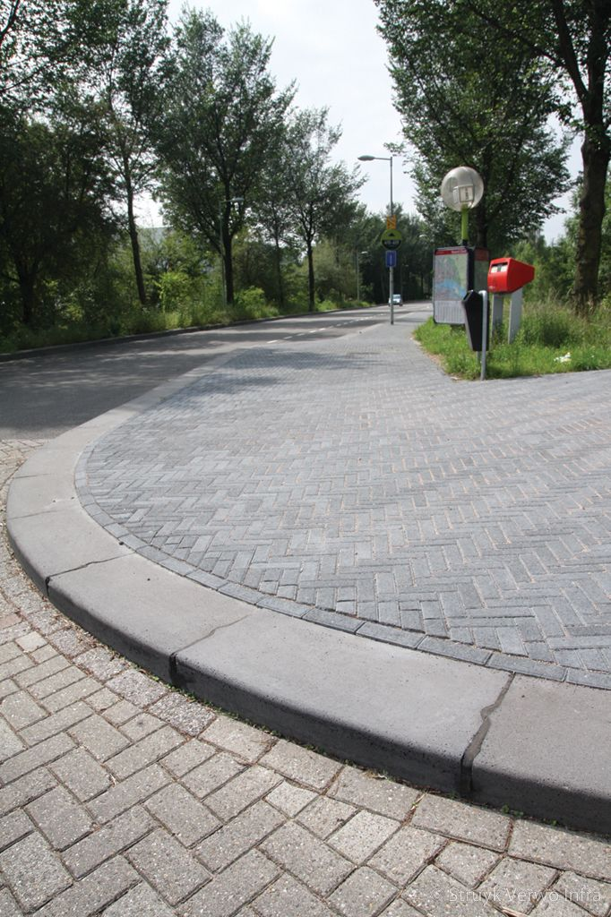 Novato 21x6 9x8cm nero elleboogverband trottoirband 40x35 kleurvaste straatsteen