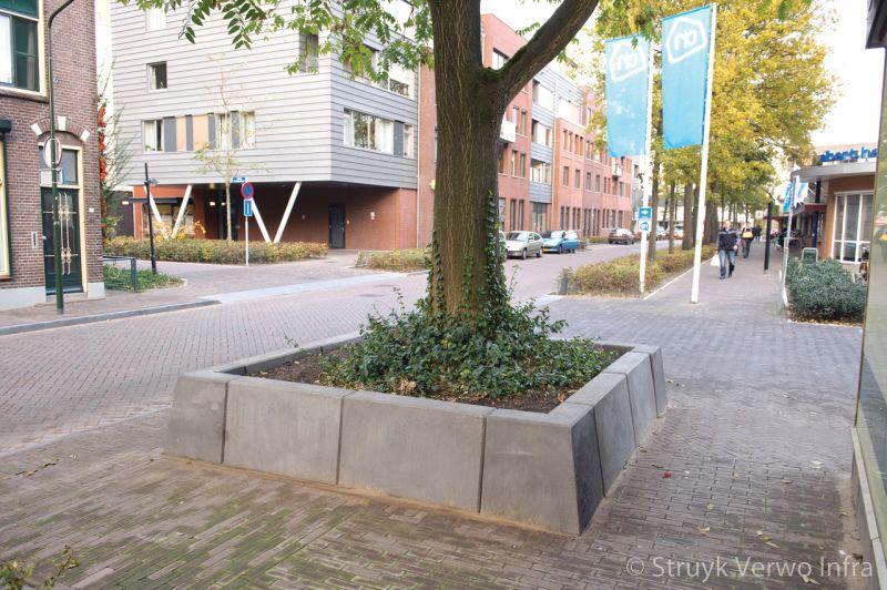 Boombescherming in de kapelaanstraat in gemert plantvakken beton parkbanden