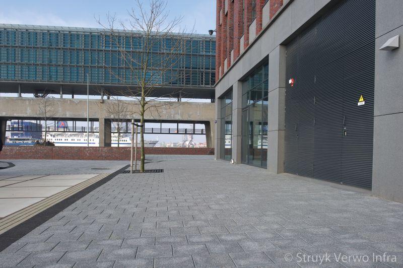 Licht uitgewassen betontegels trottoir displaystraat amsterdam breccia antra 620