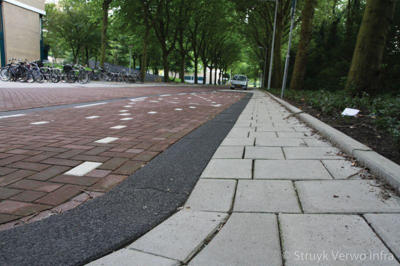 Gewassen trottoirband 28 30x24 zwart 701 brede trottoirbanden