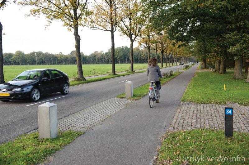 Afzetpaal beton langs openbare weg antiparkeer paal