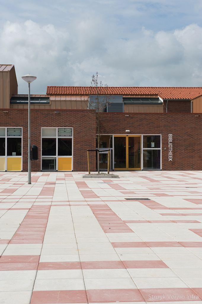 Inrichting schoolplein grootformaat tegel betontegels 40x40