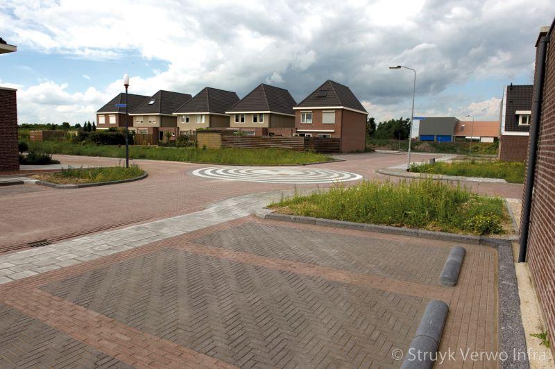 Parkeervakken in nieuwbouwwijk keramische betonstraatstenen