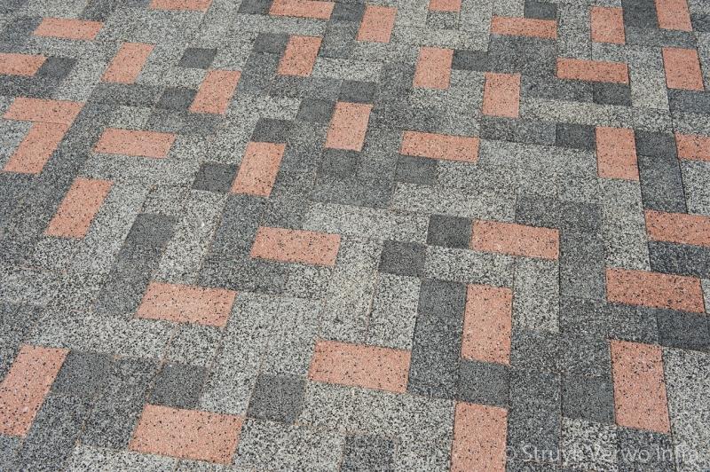 Mix bestrating diverse kleuren bestrating door elkaar betonstraatsteen breccia