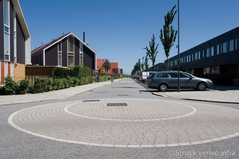 Rotonde met straatwerk oosterheem zoetermeer