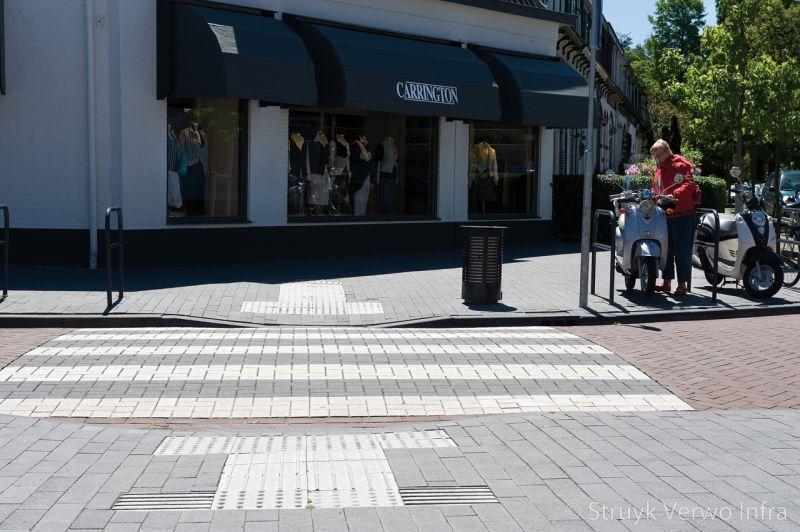 Zebrapad in winkelstraat